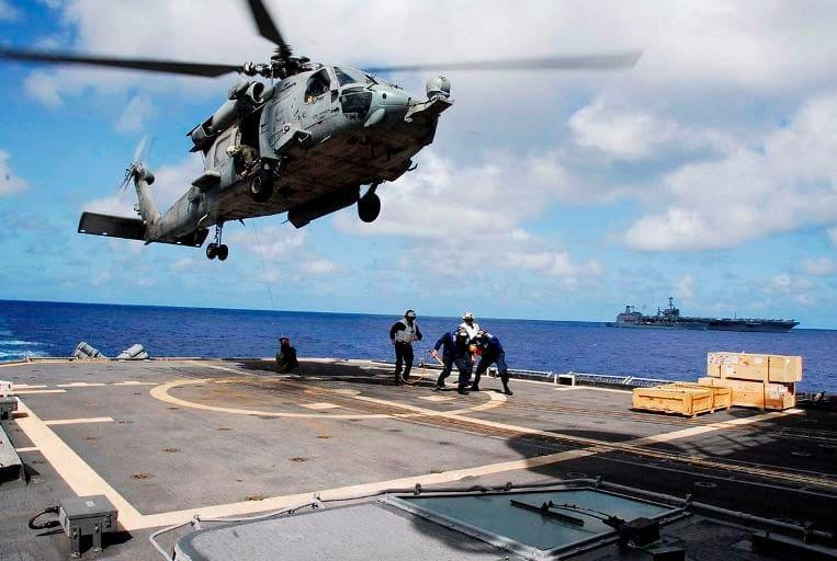 USS-Cowpens---Helo
